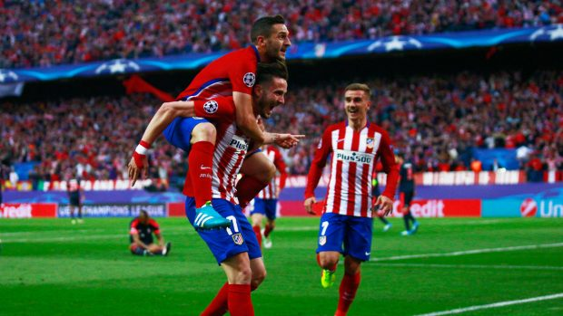 Los jugadores del Atlético de Madrid celebrando el gol de Saúl ante el Bayern