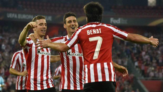 Beñat celebra su gol en la Europa League. (EFE)
