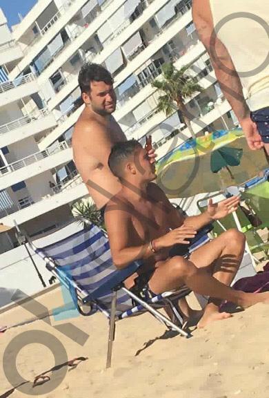 El 'Prenda' disfruta de la playa en Rota a la espera de saber si debe regresar a prisión